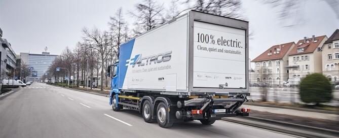 Tio stycken Mercedes-Benz eActros är ute på fullskaliga fälttester hos kunder i Tyskland. Målet är att eActros ska kunna beställas ur ordinarie sortiment redan som modellår 2021.