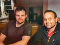 Fredrik Norén och Per Johansson är goda vänner sedan skolåren och har följt varandras initiativ och äventyr som företagare. De är även kompanjoner i Schakt & Återvinning Mellansverige AB.