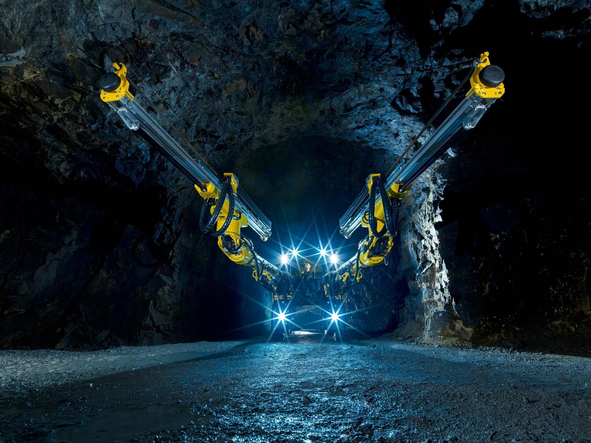 Boomer-M20_in the mine.jpg